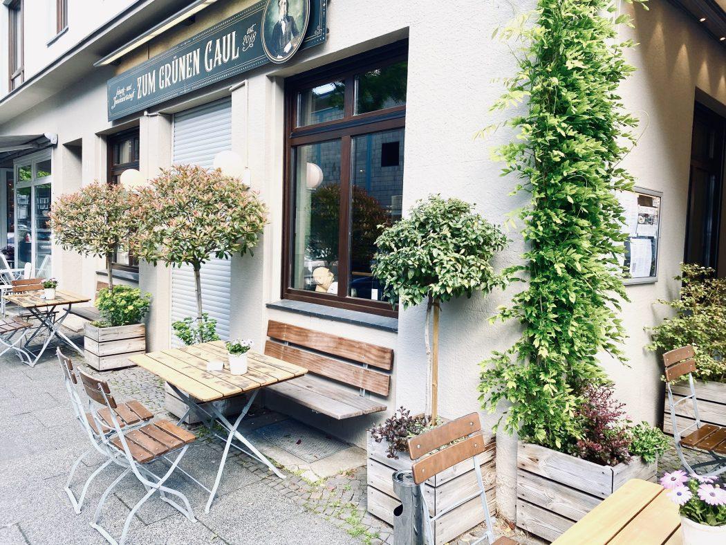 """Das Foto zeigt das Restaurant """"Zum Grünen Gaul"""" im Szeneviertel Bochum Ehrenfeld von außen"""