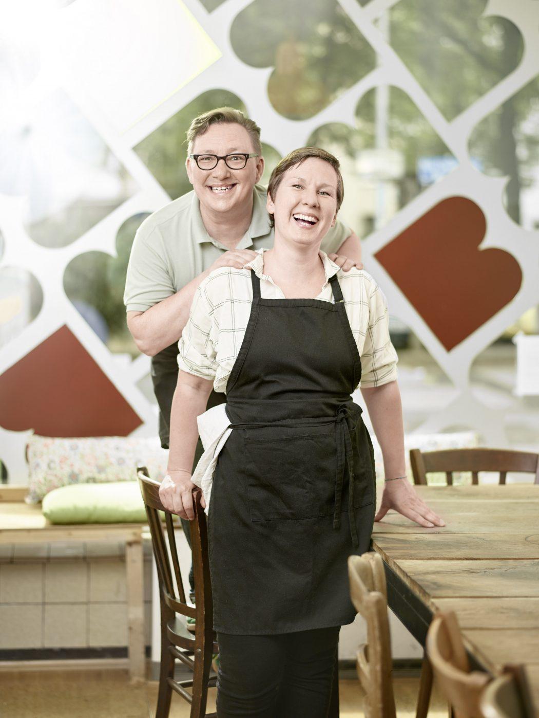 Das Foto zeigt Inhaberin Maren und ihren Mann Rolf in der Butterbrotbar im Szeneviertel Bochum Ehrenfeld