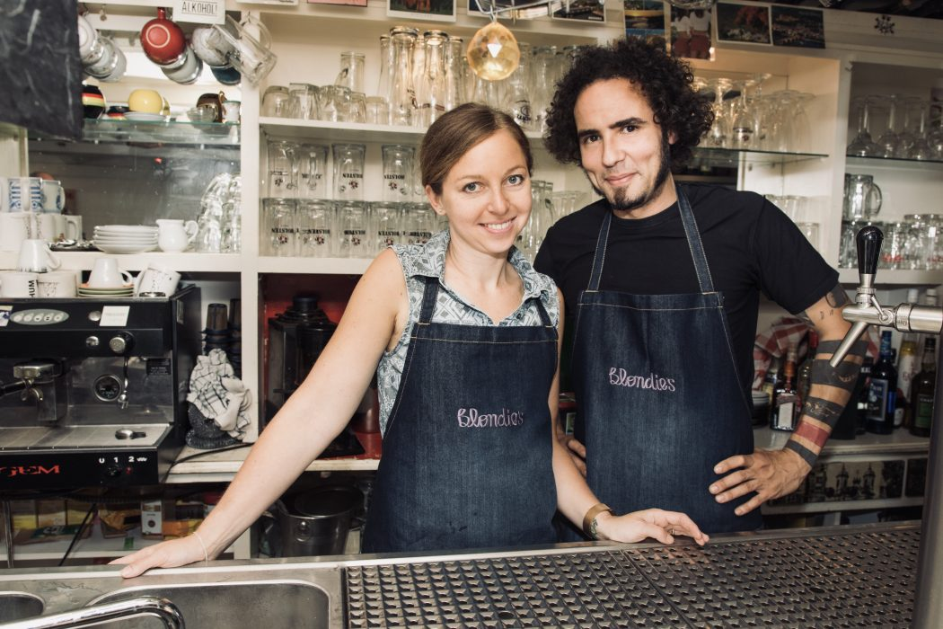 Das Foto zeigt Andrea und Uew - die Betreiber des Blondies im Szeneviertel Bochum Ehrenfeld