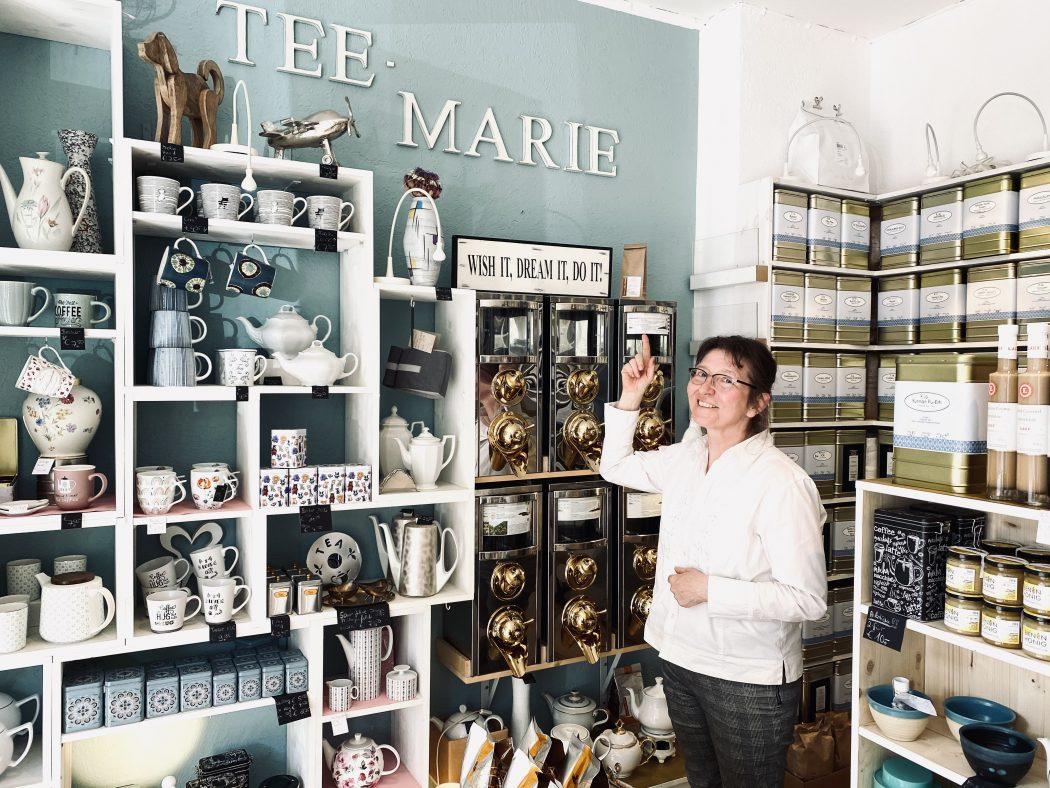 Das Foto zeigt Marianne Weber – Inhaberin des Teeladens Tee Marie im Szeneviertel Bochum Ehrenfeld