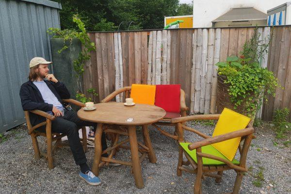 Das Foto zeigt den Hinterhof der Kaffeerösterei three years one day in Bochum