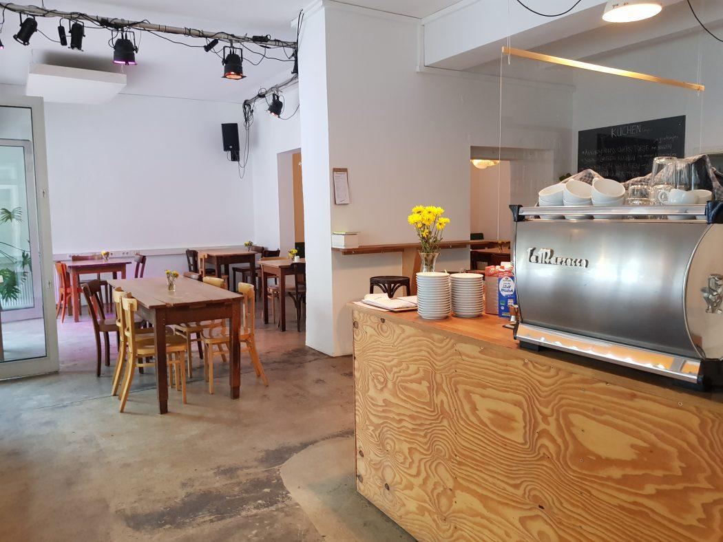 Das Foto zeigt den Innenraum des raum cafés im Wiesenviertel in Witten