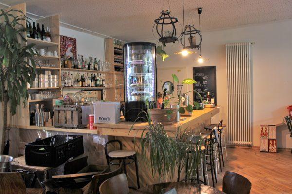 Das Foto zeigt die Theke des Grünen Salons in der Nordstadt von Dortmund