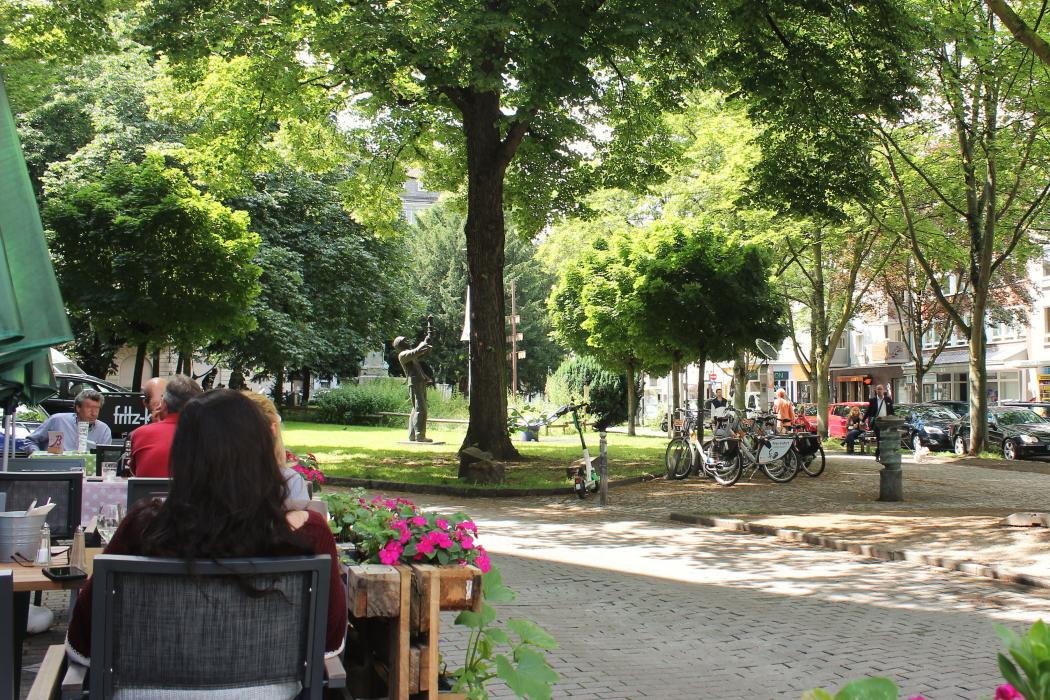 Das Foto zeigt den Blick von der Küchenwirtschaft Bismarck Richtung Kaiserstraße im Kaiserviertel in Dortmund