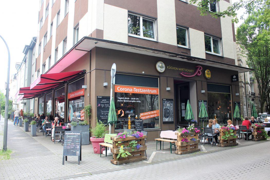 Das Foto zeigt den Biergarten der Küchenwirtschaft Bismarck im Kaiserviertel in Dortmund