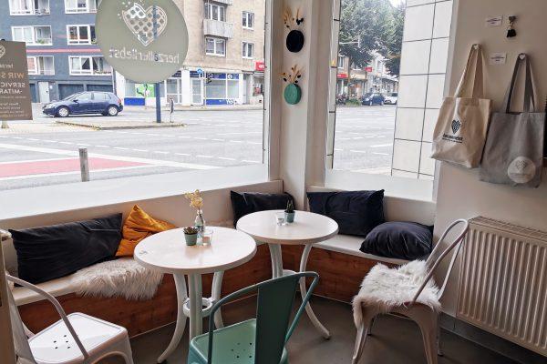 Das Foto zeigt eine Sitzecke im herzallerliebst in Dortmund