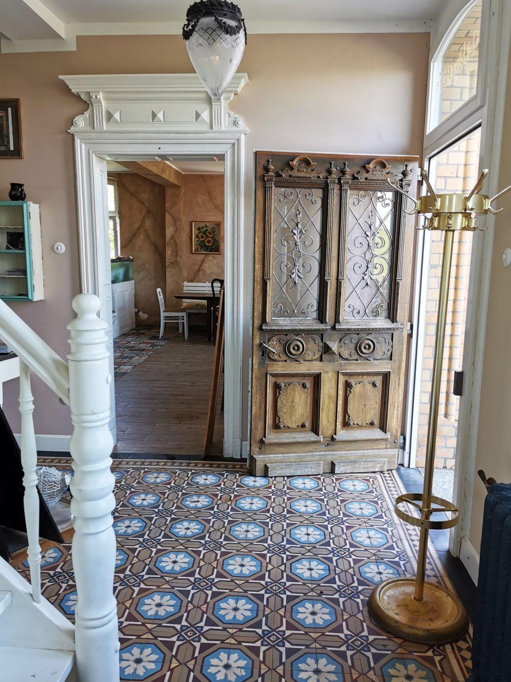 """Das Foto zeigt den Eingangsbereich des """"Unser Lieblingscafé"""" in Xanten"""