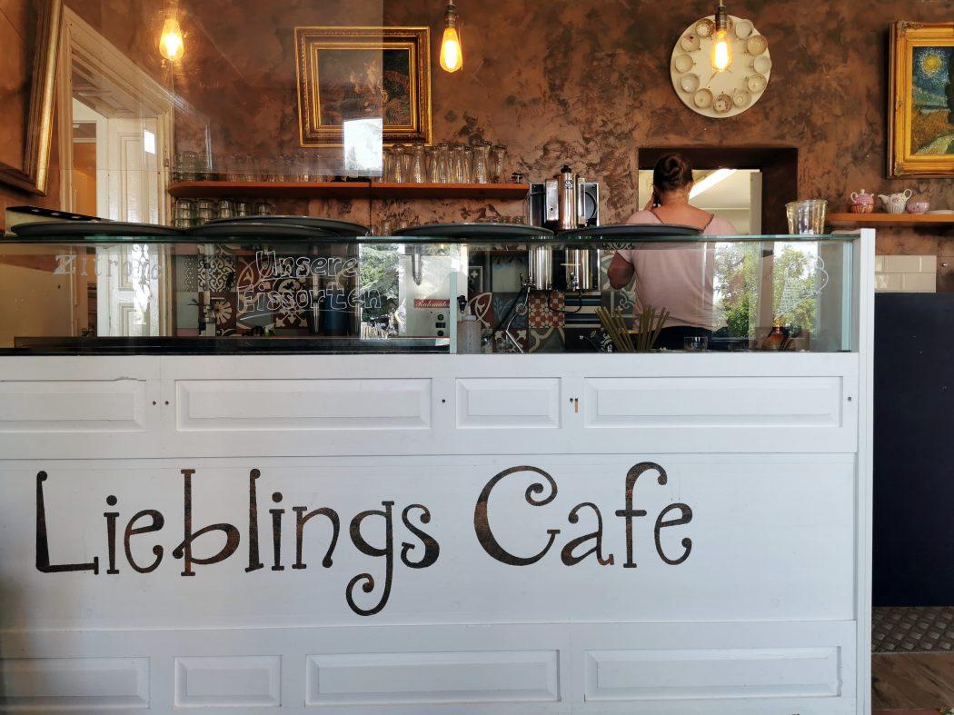 """Das Foto zeigt die Eistheke des """"Unser Lieblingscafé"""" in Xanten"""