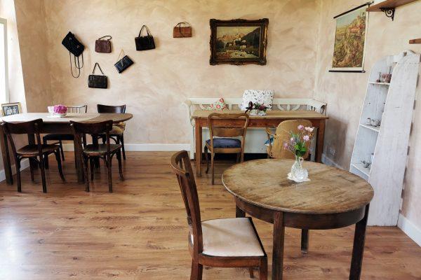 """Das Foto zeigt einen Raum des """"Unser Lieblingscafé"""" in Xanten"""