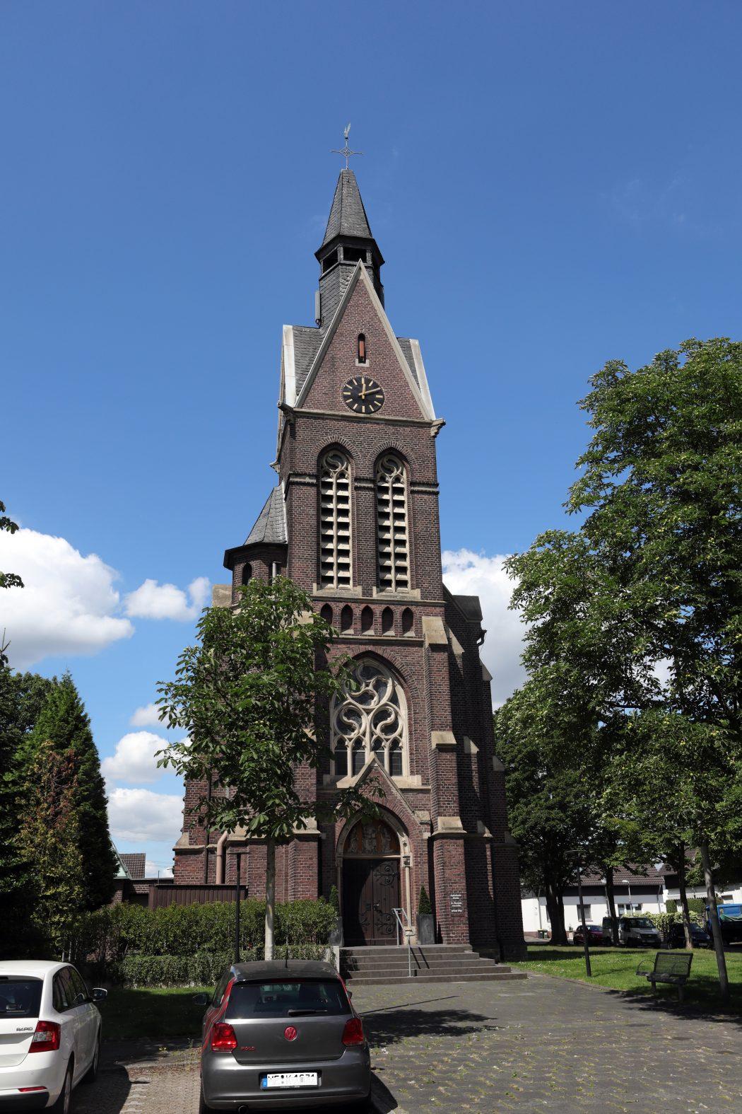 Das Foto zeigt eine Kirche in Mülheim-Selbeck