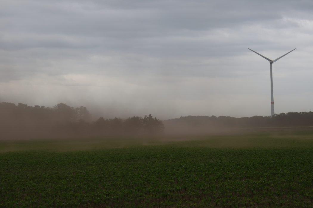 Das Foto zeigt einen Sandsturm kurz vor Raesfeld