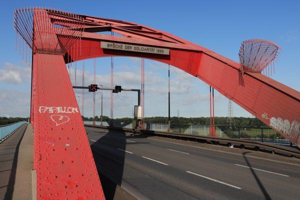 Das Foto zeigt die Brücke der Solidarität in Duisburg