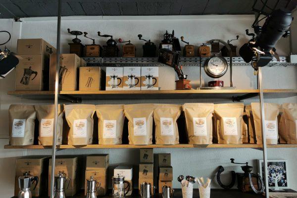 Das Foto zeigt Kaffeezubehör der Kaffeerösterei RöstCult in Duisburg