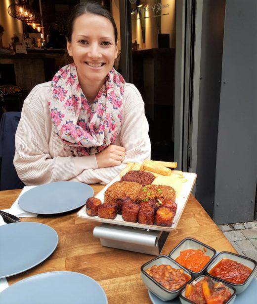 Das Foto zeigt Laura im Mataa's Kitchen in Dortmund