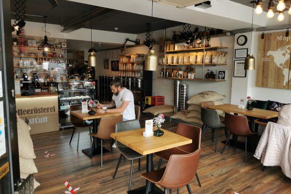 Das Foto zeigt den Cafébereich der Kaffeerösterei RöstCult in Duisburg