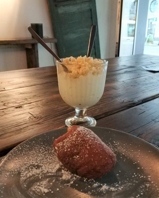 Das Foto zeigt Joghurt mit Couscous im Mataa's Kitchen in Dortmund