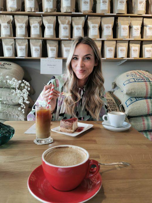 Das Foto zeigt Sandra in der der Kaffeerösterei RöstCult in Duisburg