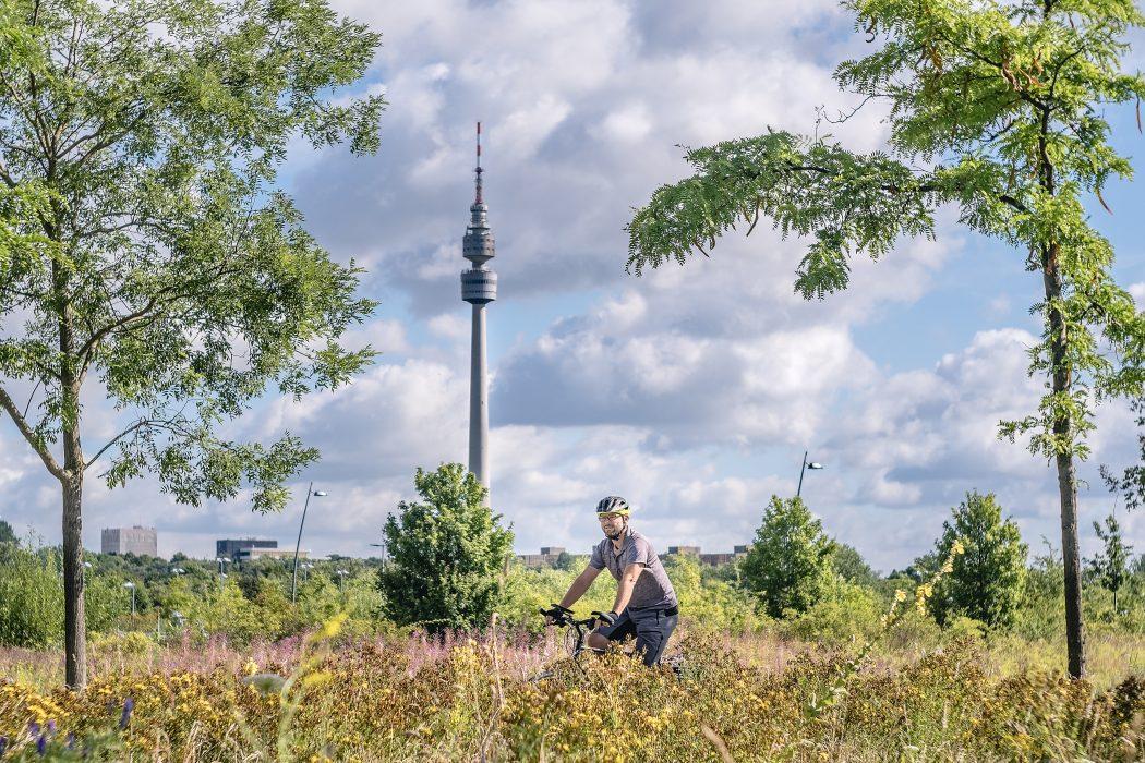 Das Foto zeigt Jochen bei seiner Radtour durch Dortmund am Florianturm