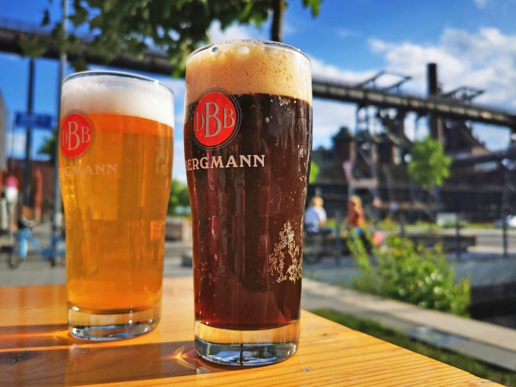 Das Foto zeigt Bergmann Bier an der Stehbierhalle der Bergmann Brauerei in Dortmund