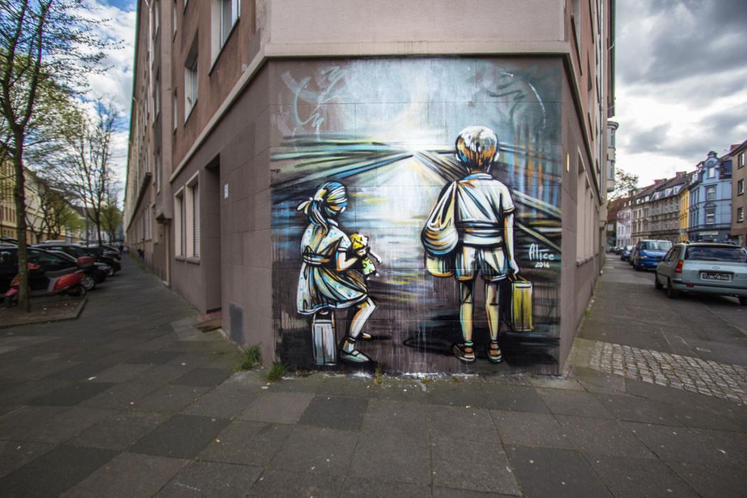 Das Foto zeigt Street Art in Dortmund in Form des Murals von Alice Pasquini