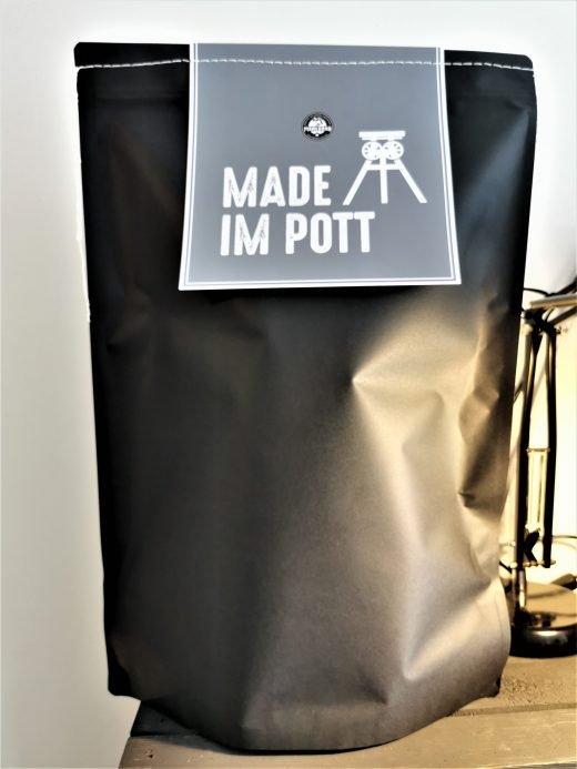 Das Foto zeigt einen personalisierten Kaffeebeutel der Kaffeerösterei Mahlgrad in Kamp-Lintfort