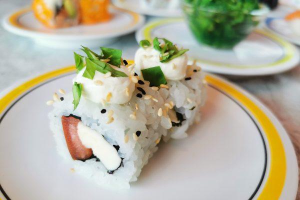 Das Foto zeigt Maki mit Tomate-Mozzarella im Daikychi in Bottrop