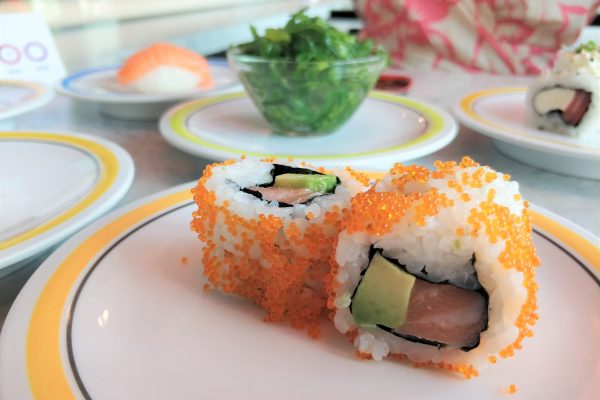 Das Foto zeigt Ura Maki mit Lachs und Avocado im Daikychi in Bottrop