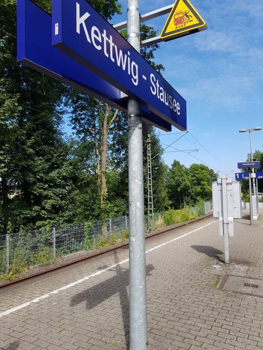 Das Foto zeigt die Bahnstation Kettwig-Stausee