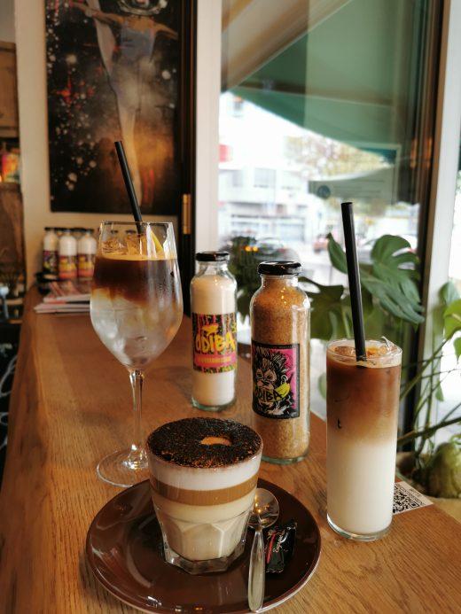 Das Foto zeigt Espresso-Tonic, Nuss Mocca und Eis-Cappuccino in der Kaffeerösterei ODIBA in Gelsenkirchen