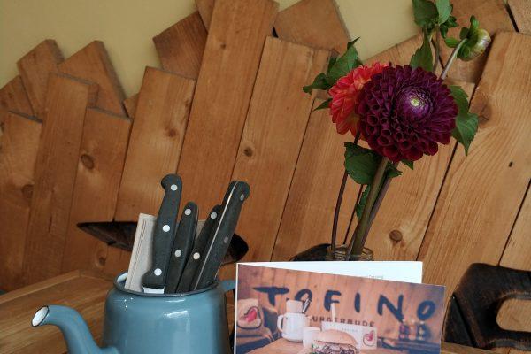 Das Foto zeigt die Karte und Besteck im Tofino in Essen
