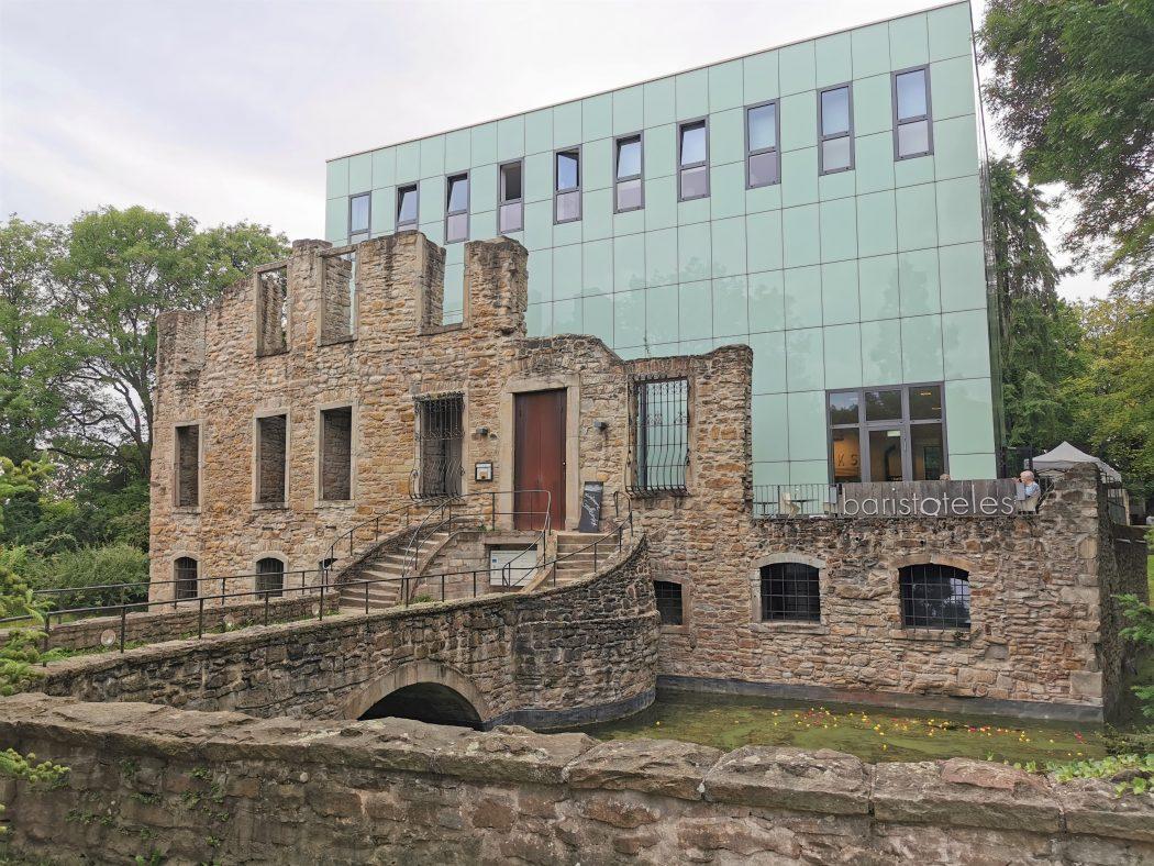 Das Foto zeigt das Haus Weitmar in Bochum, in den sich die Kaffeerösterei Baristoteles befindet