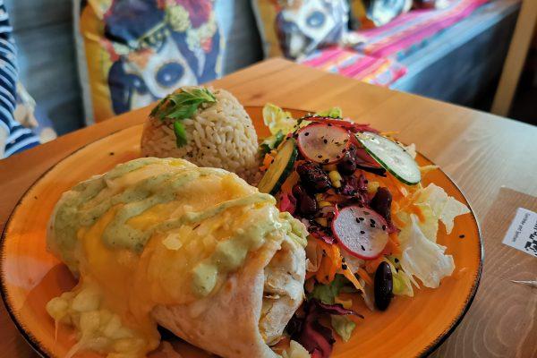 Das Foto zeigt Burrito con Pollo in der TequilaRia in Bochum