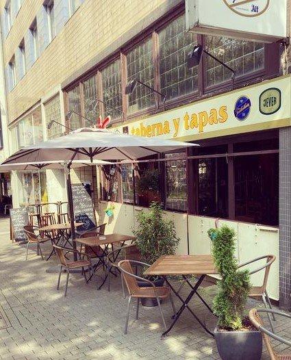 Das Foto zeigt die Tapas Bar Una Más in Bochum von Außen