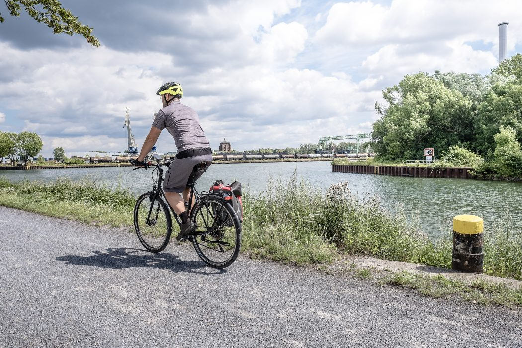 Das Foto zeigt Jochen bei seiner Radtour durch Dortmund am Dortmund-Ems-Kanal