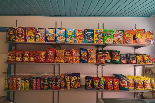 Das Foto zeigt ausgefallene Süßigkeiten aus Amerika und Asien im Kiosk Candy Corner in Bochum