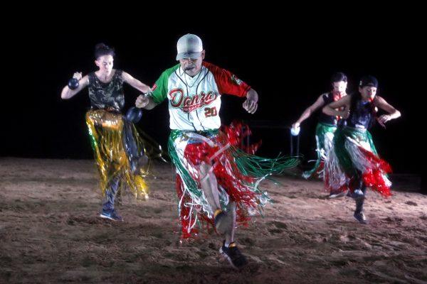 """Das Foto zeigt Tänzer in der Darbietung """"Danza y Frontera"""" im PACT Zollverein bei der Ruhrtriennale"""