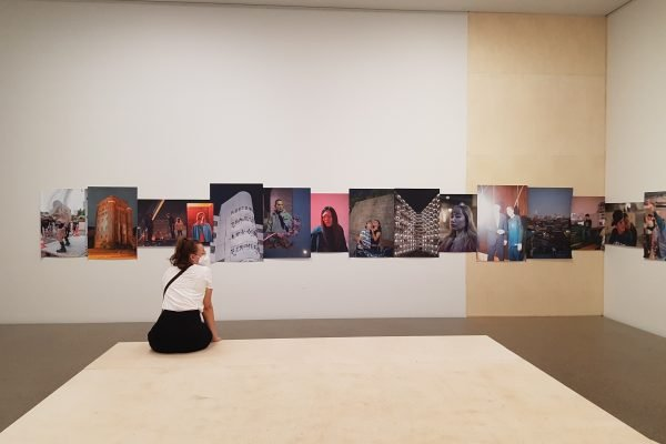 Das Foto zeigt Frauke im Museum Folkwang bei der Ruhrtriennale