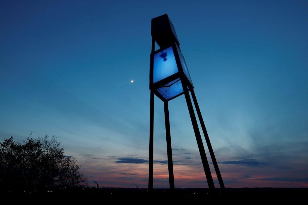 Das Foto zeigt die Halde Großes Holz in Bergkamen - einen von zahlreichen Fotospots im Ruhrgebiet bei Nacht