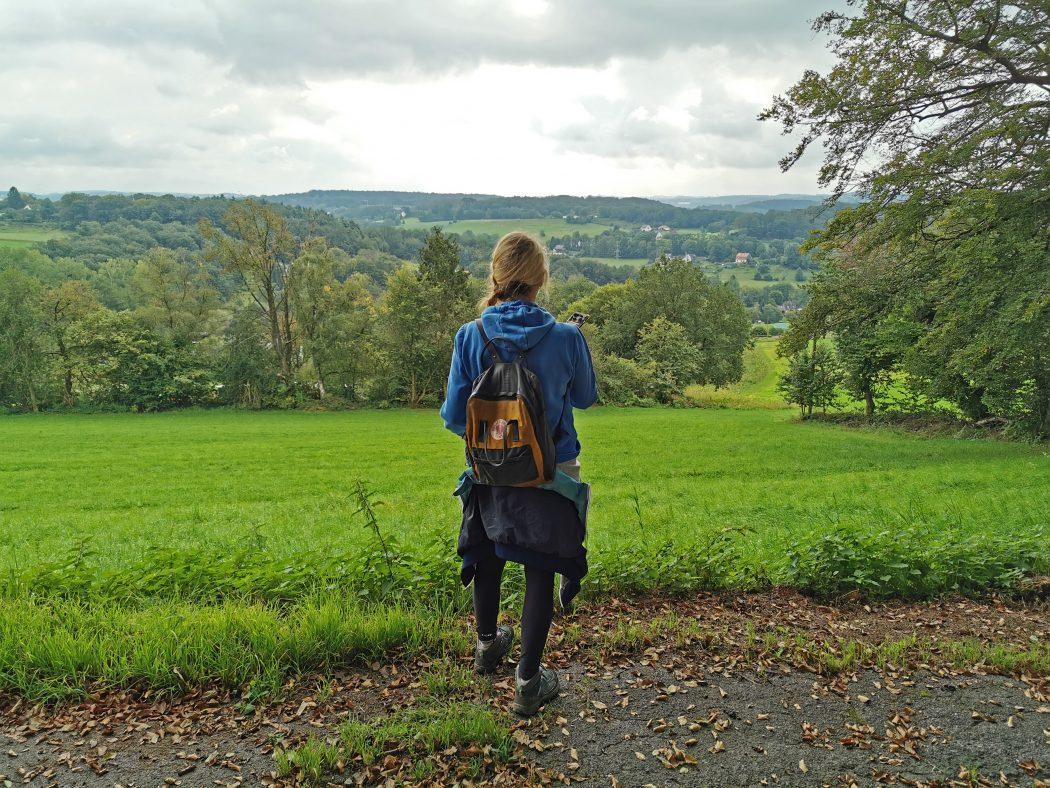Das Foto zeigt Heike beim Wandern in Hattingen