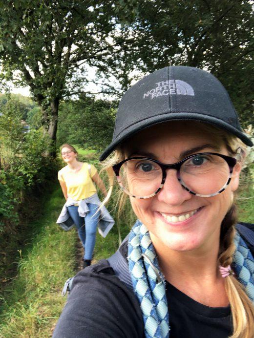 Das Foto zeigt Heike und Katalina bei ihrer Mädelswandeurng von Hattingen nach Sprockhövel