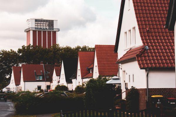 Das Bild zeigt den Blick auf den Zechenturm Friedrich Heinrich